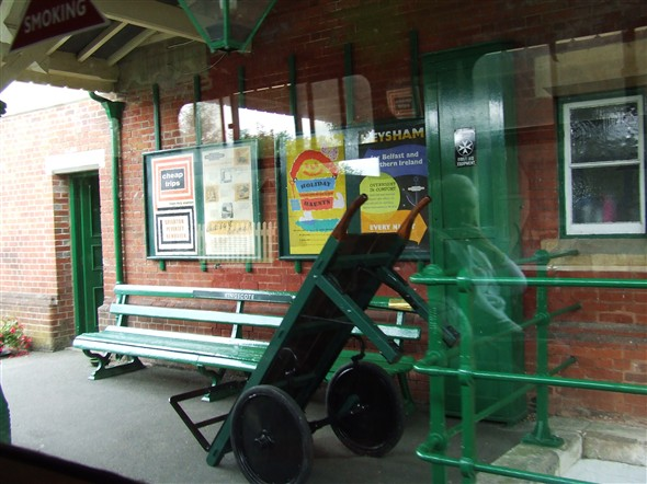 Photo:Kingscote Station