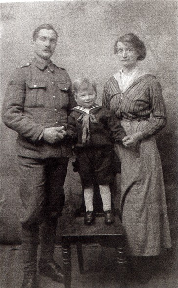 Photo:George and Mabel Packham, with their son George