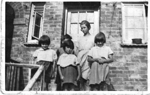 Photo:The Taylor children 1935 - Freda (the tallest) Winnie, Betty, Joyce and Ron