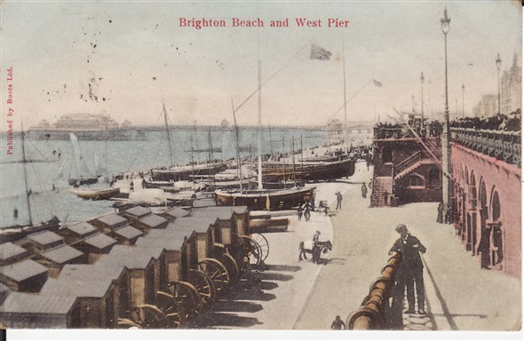 Photo:Brighton beach and West Pier